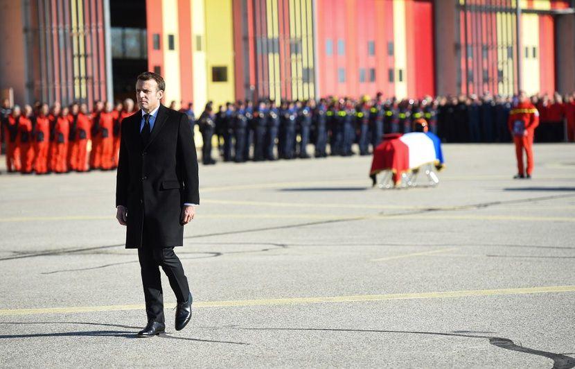 Inondations dans le Sud-Est : Emmanuel Macron rend hommage aux trois sauveteurs décédés