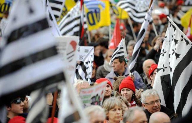 Marée de drapeaux bretons le 19 avril 2014 à Nantes, pour la réintégration de la Loire-Atlantique en Bretagne