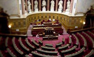 La commission des Finances du Sénat a voté à l'unanimité le report d'un an du dispositif de redistribution des ressources entre communes (péréquation horizontale) prévu pour la première fois dans le projet de loi de Finances 2012, a annoncé mercredi son président Philippe Marini (UMP).