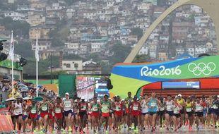 Les concurrents s'élancent pour le marathon des JO, à Rio.