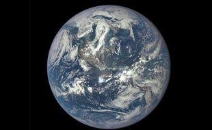 La Terre vue par le nouveau satellite DSCVR le 6 juillet 2015.