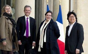 Barbara Pompili, François de Rugy, Jean-Vincent Placé et la secrétaire nationale d'EELV Emmanuelle Cosse le 14 mai 2014 sur le perron de l'Elysée.
