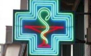 Le tribunal de grande instance de Colmar devait rendre lundi après-midi sa décision sur la publicité controversée des centres Leclerc sur la vente en grandes surfaces des médicaments non remboursables, dont des groupements et syndicats de pharmaciens exigent le retrait.