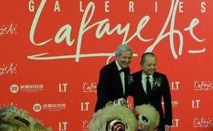 """Les Galeries Lafayette ont inauguré avec faste vendredi à Pékin leur cinquième magasin hors de France, avec l'ambition d'en faire une vitrine de """"l'art de vivre à la française"""" sur un marché chinois de la mode en plein essor."""