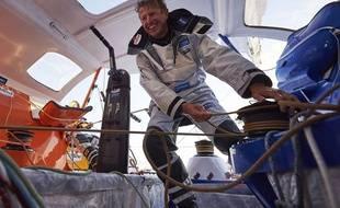Jean-Pierre Dick s'entraîne douze jours en Atlantique, seul sur son bateau.