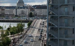 Le pont Anne-de-Bretagne vu depuis l'île de Nantes.