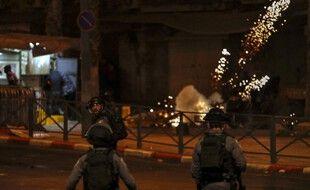 Des affrontements ont éclaté entre les forces policières israéliennes et des manifestants palestiniens à Jérusalem, le 22 avril 2021.
