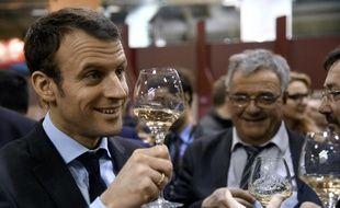 Le ministre de l'Economie Emmanuel Macron en visite au Salon de l'agriculture, le 3 mars 2016 à Paris