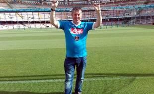 John Gray dans les mailles du filet, au stade San Paolo de Naples.