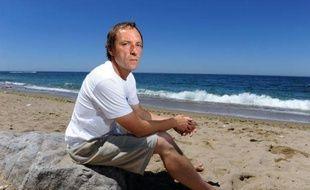 """François Verdet, un des 23 """"gardiens de la côte"""" bénévoles de la Surfrider foundation Europe, s'est emparé du dossier des """"+medias filtrants+, ces capsules de filtrage d'eaux usées rejetées dans l'Océan, pour devenir presque malgré lui un spécialiste mondial."""