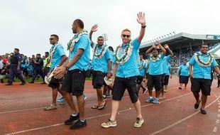 Ben Ryan et les rugbymen fidjiens, champions olympiques, célébrés à leur retour à Suva, le 22 août 2016.
