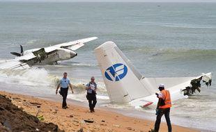 L'épave de l'avion qui s'est abîmé au large d'Abidjan (Côte d'Ivoire) faisant 4 morts et 6 blessés le 14 octobre 2017.