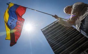 Une cinquantaine de pays considèrent comme « illégitime » le deuxième mandat du président vénézuélien Nicolas Maduro, investi le 10 janvier, estimant que son élection, boycottée par l'opposition, n'a pas été transparente.
