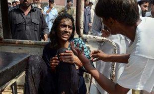 Un double attentat suicide commis devant une église à la sortie de la messe a fait au moins 78 morts dimanche au Pakistan, l'attaque la plus sanglante jamais menée contre la minorité chrétienne dans ce pays, selon les autorités locales.