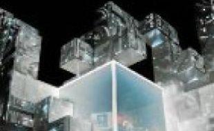 Amon Tobin est perché dans un cube.