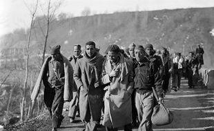 Des soldats républicains fuyant l'Espagne pour la France en février 1939.