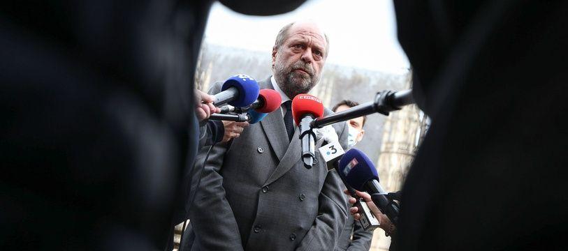 Opposé à l'expérimentation des cours criminelles départementales lorsqu'il était avocat, Eric Dupond-Moretti, devenu ministre, va désormais défendre leur généralisation.