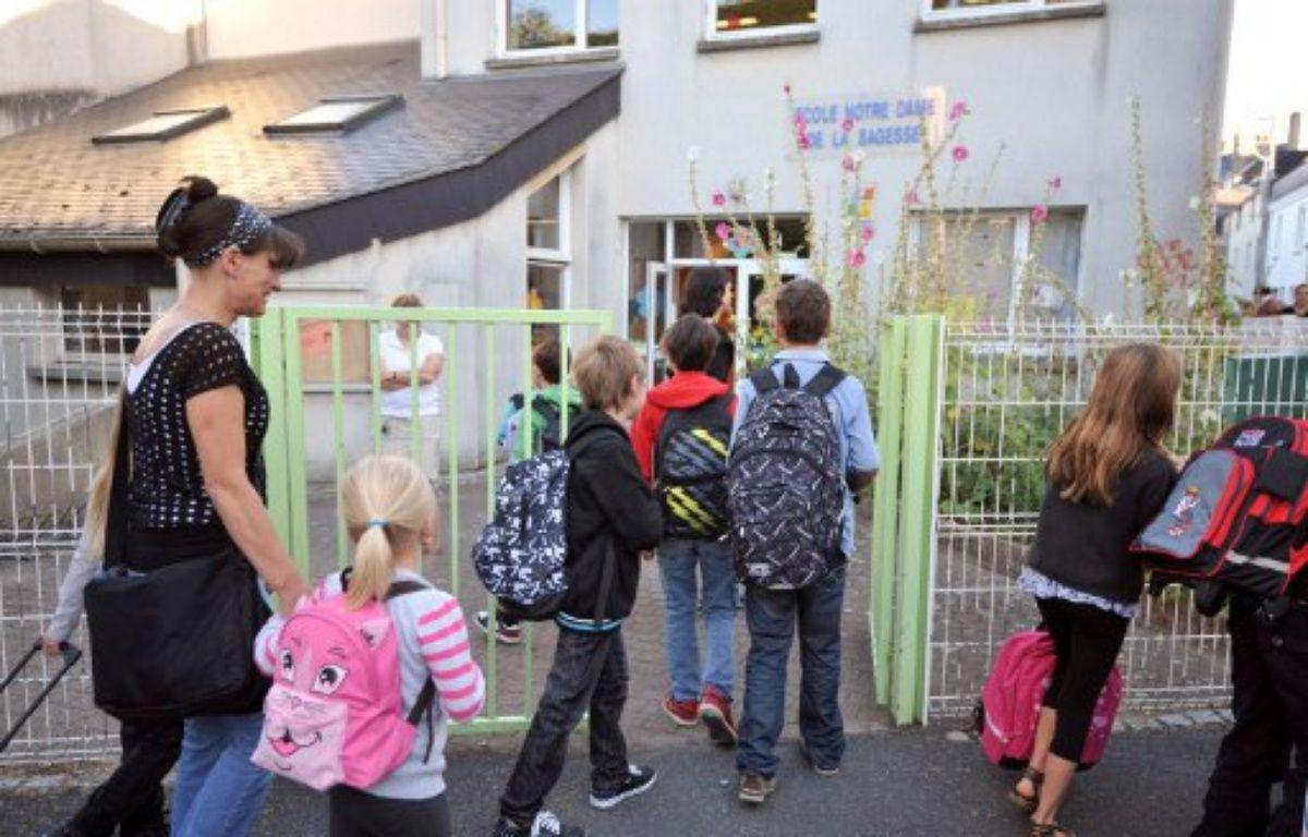 Des enfants entrent à l'école Notre-Dame de la Sagesse à Nantes. – FRANK PERRY / AFP