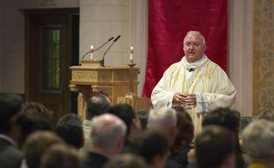 L'évêque américain Patrick McGrath en pleine messe en Californie.