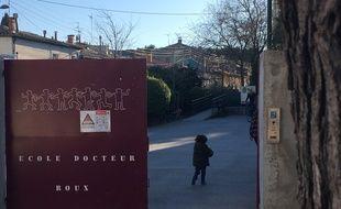 L'entrée de l'école du Docteur Roux, à Figuerolles.