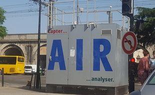 Un capteur de pollution de l'air à Nîmes.