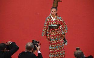 Victoria Abril sur le tapis rouge du Festival de Cannes, le 17 mai 2017.