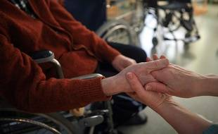 Actuellement, la France compte 330 000 aides-soignant(e)s.
