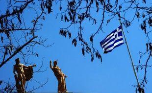 Plus de deux tiers des Grecs, y compris le ministre des Finances Yannis Stournaras, se préparent à une rude année 2013 pour cause de crise économique, selon un sondage et un entretien publiés dimanche par l'hebdomadaire To Vima.