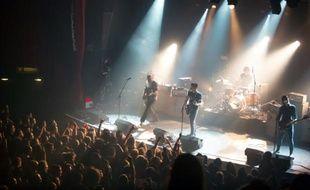 Le concert du groupe américain Eagles of Death Metal sur la scène du Bataclan, peu avant les attentats, le 13 novembre 2015 à Paris