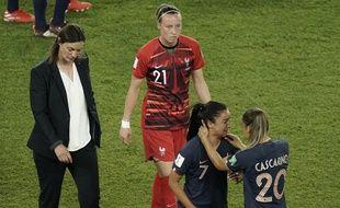 Corinne Diacre, la mine défaite, après l'élimination contre les Etats-Unis.