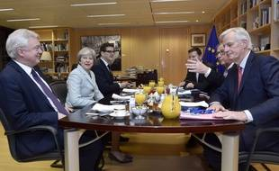 Theresa May a rencontré ce vendredi à Bruxelles Jean-Claude  Junker et Michel Barnier