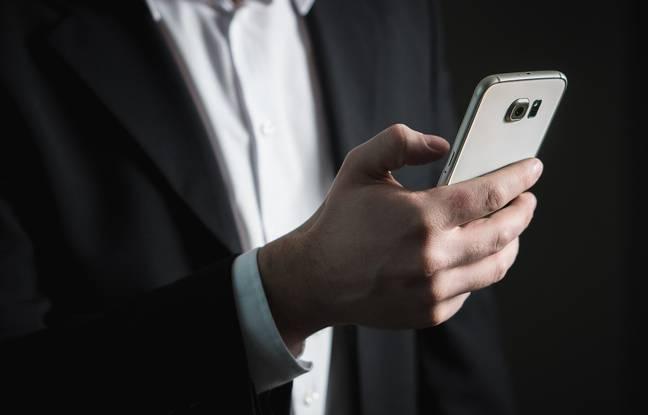 Un utilisateur de smartphone.