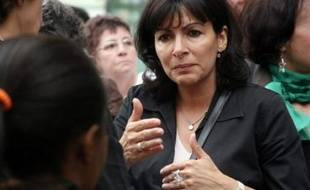 """Anne Hidalgo, tête de liste du PS pour les municipales à Paris dans le XVème arrondissement, compte profiter d'une """"belle dynamique"""" face au député UMP Philippe Goujon, qui affronte aussi une liste Modem et une liste dissidente soutenue par le maire de l'arrondissement René Galy-Dejean (ex-UMP)."""