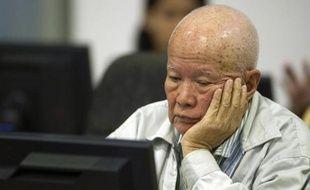 """Photo fournie par le tribunal spécial pour le Cambodge montrant l'ancien chef de l'Etat du """"Kampuchéa démocratique"""" Khieu Samphan comparaissant à Phnom Penh le 30 juillet 2014"""