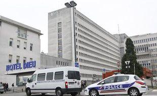 Le CHU de Nantes après l'évasion d'un détenu lors d?un transfert médical le 27 novembre 2013.