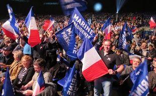 Les militants FN au meeting de Marine Le Pen au Zénith de Nantes.