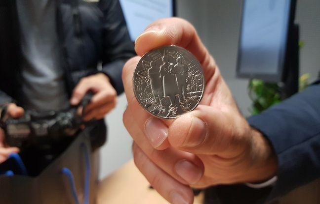 La Monnaie de Paris a remis les 1.000 premières frappes de sa médaille « Merci » aux personnels hospitaliers du CHU de Bordeaux.