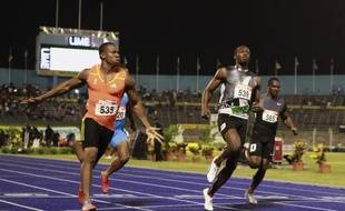 Les sprinters jamaïcains Yohan Blake (à g.) et Usain Bolt (à dr.) lors des sélections jamaïcaines sur 100m, le 29 juin 2012.