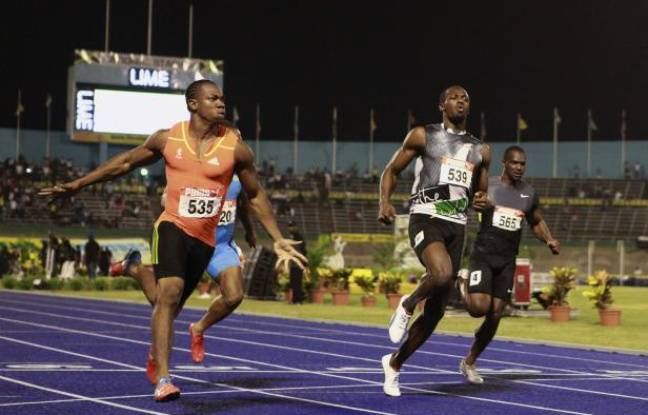 Les sprinters jamaïcains Yohan Blake (à g.) et Usain Bolt (à dr.) lors des sélections jamaïcaines sur 100m, le 29 juin 2012.