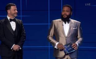 Jimmy Kimmel et Anthony Anderson lors de la 72e cérémonie des Emmys Awards.