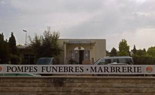 La société française se laïcise, la mort aussi: il y a de moins en moins d'obsèques religieuses et le souhait de cérémonies civiles est en nette augmentation, plus particulièrement à l'occasion des crémations.