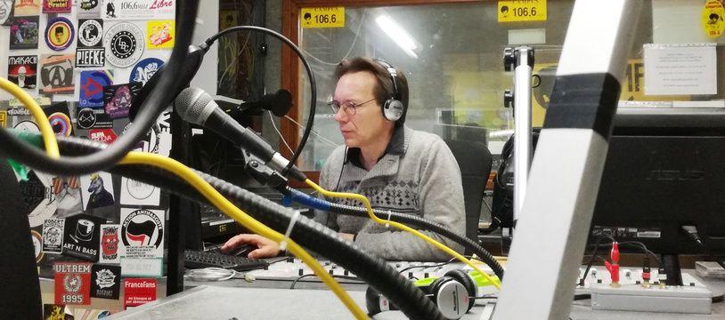 Casimir, animateur bénévole, qui s'occupe d'une émission scientifique sur Radio Campus Lille.