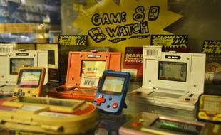 Des Game et Watch, de Nintendo, à la boutique Retro Chips de Montpellier.