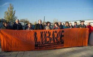Des militants basques apportent leur soutien, le 3 décembre 2015, à d'autres indépendantistes dont le procès s'ouvre près de Madrid