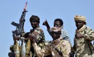 Des soldats tchadiens dans un véhicule militaire patrouillent à Malam Fatori dans le nord du Nigeria, le 25 mai 2015