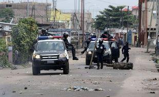 Des policiers dans les rues de Kinshasa, en RDC.