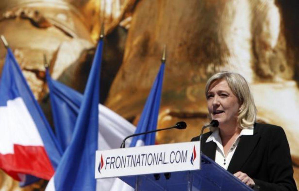 """La présidente du FN, Marine Le Pen, exclut """"tout accord entre partis"""" avec l'UMP mais se déclare """"pas fermée"""" à une """"entente"""" et à des """"discussions"""", """"au cas par cas"""", avec des candidats UMP aux prochaines législatives, dans un entretien à paraître jeudi dans Valeurs actuelles. – Kenzo Tribouillard afp.com"""