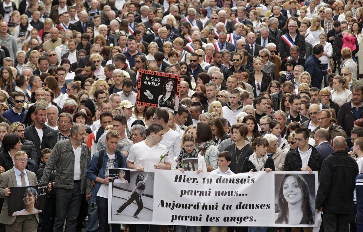 Environ 2.500 personnes ont participé à la marche en hommage à Aurélie Châtelain, à Caudry. – M.Libert / 20 Minutes