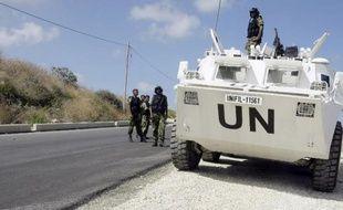 Des soldats de la paix de la Force d'Intérim des Nations Unies au Liban (UNIFIL) le 13 juillet 2014 à Nakura, au sud du Liban, en patrouille à la frontière avec Israël