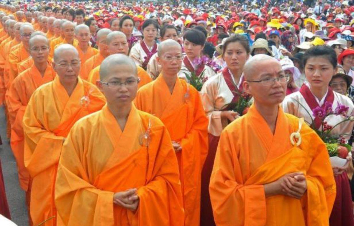 Deux Taïwanaises prévoient de se marier le mois prochain lors d'une cérémonie bouddhiste, la première à célébrer un mariage homosexuel, qui reste officiellement interdit à Taïwan, pourtant un des pays d'Asie de l'est les plus progressistes en matière de moeurs. – Mandy Cheng afp.com